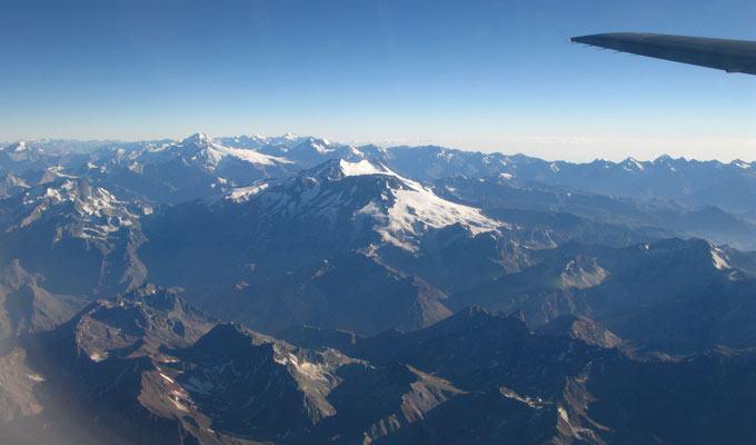 Vista aérea da Cordilheira dos Andes na Argentina