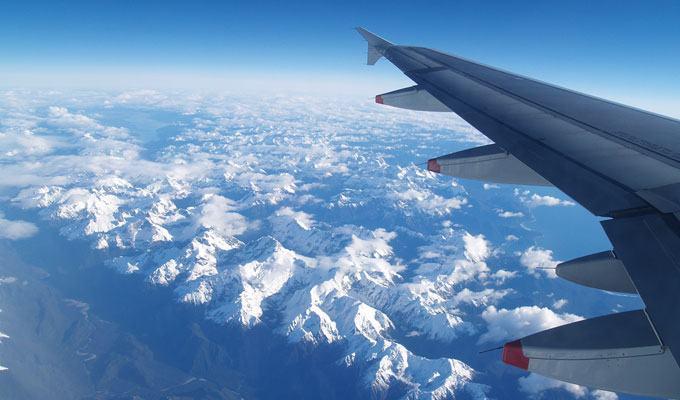 Vista aérea das montanhas congeladas da Nova Zelândia