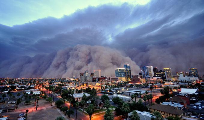 Tempestade de areia na cidade de Phoenix, EUA