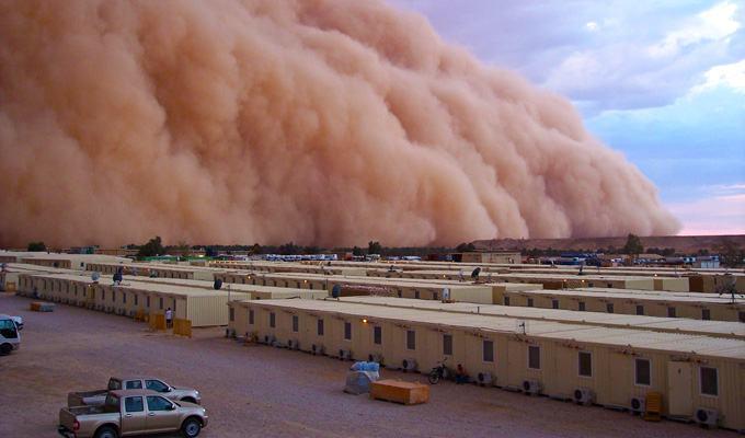 Tempestade de areia na base do exercito americano no Iraque