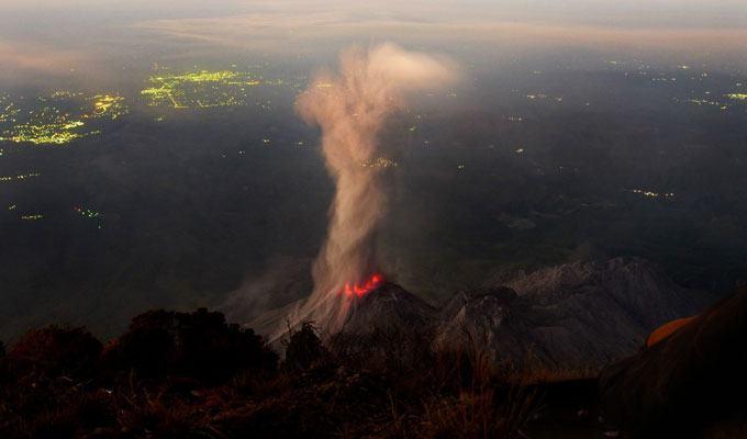 Foto de vulcão em erupção: Santa Maria, Guatemala