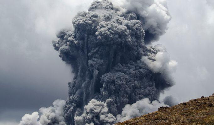 Foto de vulcão em erupção: Tongariro, Nova Zelândia