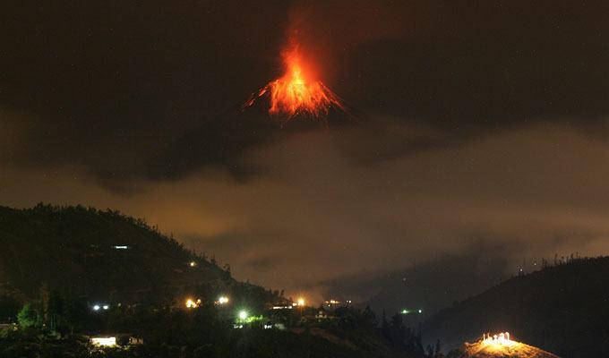 Foto de vulcão em erupção: Tungurahua, Equador